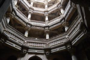 アダラジの階段井戸
